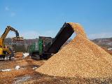 http://iishuusyoku.com/image/世界でも注目のバイオマスエネルギーの燃料となる木材チップ加工用の大型破砕機の輸入販売も手がけ環境社会への挑戦を続けています。