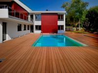 実際にフランスでも使用されている施設の写真です。耐水性良いので、プール等の水回りにもに使われます。