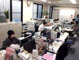 配属先となる大阪本社オフィスの様子です。転勤なし、土日祝休みで、非常に働きやすい環境です。