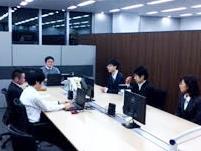https://iishuusyoku.com/image/チームで配属され、お客様先にて継続してプロジェクトを遂行するためチームとての意識をもち協力しながら働く風土が浸透しています。