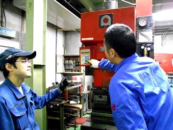 https://iishuusyoku.com/image/タンクローリーのタンク、プラントのタワー、配管などあらゆる場面で同社の製品が活躍しています。