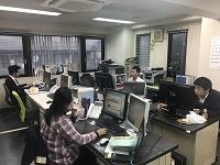 https://iishuusyoku.com/image/会社は笹塚駅から徒歩7分程。 商店街や隠れた名店も多く、ランチや仕事帰りのグルメも楽しめます。