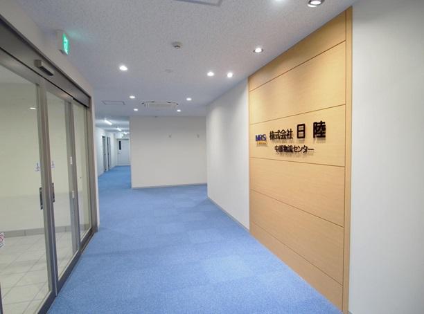 https://iishuusyoku.com/image/中部物流センターは2018年2月に新設したばかりの最新設備を要した倉庫です。輸出入貨物の保管・配送拠点としても高品質の化学品物流サービスを安全、迅速に提供することが可能となります。