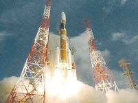 人工衛星やロケットにも同社のセンサが活躍!軌道からの反れた角度を測ります!