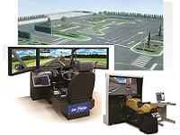 自動車教習所等に納入されている自動車運転シミュレータ、二輪車運転シミュレーターの販売・保守メンテナンスも手掛けています。