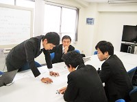 https://iishuusyoku.com/image/OA機器メーカー、パーツ専門メーカー、そして社内のメンバーなど、数多くの関係者の間でプロジェクトを調整してカタチにしていきます!