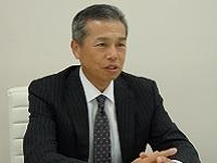 https://iishuusyoku.com/image/落ち着いていて渋くてかっこいい社長は、この業界のパイオニア!実は社長も第二新卒だった?