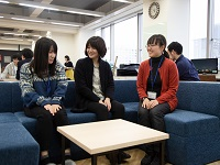 https://iishuusyoku.com/image/開放感あるオフィス。社員の平均年齢も若く、20代。管理者層も30・40代のため、年齢に関係なくフランクに働ける職場環境です!