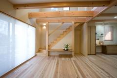 大正6年に銘木を扱う材木商としてスタートして以来100年近い歴史を誇る建材商社です。