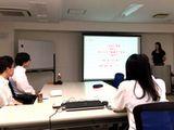 https://iishuusyoku.com/image/社内では定期的な勉強会を開催。上司・部下を問わずリーダー役が決められ、最新のITに関する活発な討論が繰り広げられています。