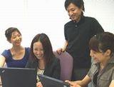 https://iishuusyoku.com/image/大阪支社の平均年齢29歳。男女比も5:5の構成になっています。役員から新人まで、「さん」づけやあだ名で呼び合う人間味溢れる社風です。