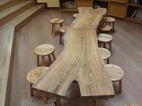 https://iishuusyoku.com/image/園庭の桜の木を利用して作られたテーブル。大切な想いが詰まった温もりあふれる家具として生まれ変わりました!