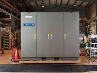 """交通インフラや航空宇宙開発、再生可能エネルギーのシステムはじめ、様々なシーンで活躍している。同社の""""電源装置"""""""