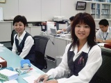 https://iishuusyoku.com/image/事務の社員さん。外回りで疲れて帰ってきたとには、笑顔で迎えてくれます。とてもアットホームな社風ですよ。