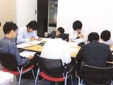 https://iishuusyoku.com/image/社内では、社員教育や自己啓発にも力を入れており、個人の成長をバックアップする制度も整っています。ITスキルを生かすためのヒューマンスキル向上を目指した勉強会も実施しています。