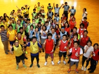 http://iishuusyoku.com/image/社内イベントである運動会の集合写真です。他にも季節に合わせバーベキューや忘年会、ボーリング大会等、様々なイベントを通じて仕事以外でも社員同士が親睦を深めています。