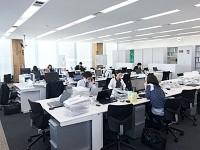 https://iishuusyoku.com/image/広々としたオフィス。不動産業界にありがちな飛び込み営業、テレアポによる販売を一切行っていません。