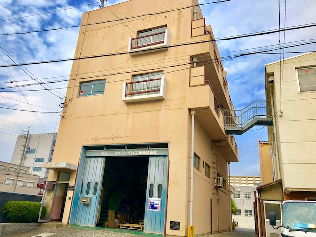勤務地は名古屋市昭和区。各線「金山駅」・「鶴舞駅」などから出ているバスで通勤がで可能。残業はほどんどなくメリハリをつけて働くことができます。