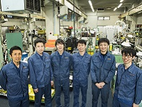 高い技術力を持つベテラン社員だけでなく、30~40代の中堅社員、20代の若手社員と年齢構成のバランスが良い会社です!