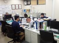 https://iishuusyoku.com/image/オフィスは風通しがいいワンフロア。業務は、調達から出荷まで幅広く少数精鋭で楽しく作業しています。