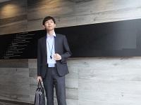 https://iishuusyoku.com/image/オフィスのエントランスです。有楽町線の新富町駅から歩いてすぐ。通勤アクセスが良いのも同社の魅力の一つ。