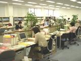 https://iishuusyoku.com/image/オフィスの3Fにある事務所。天井が高く窓も大きいため、開放感のある快適なオフィスです。