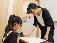 http://iishuusyoku.com/image/個別指導塾では、一人の講師が最大3人までを担当。専任制で一人ひとりに合わせたきめの細かい指導を行っています!