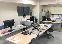 https://iishuusyoku.com/image/蒲田に本社を置く同社。社内はワンフロアで先輩や社長の顔がすぐに見える距離にいるので安心して仕事を進めることができます。