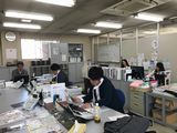 https://iishuusyoku.com/image/オープンなオフィスになっているので、分からないことは近くの先輩社員に気軽に聞くことができる環境です。