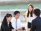 https://iishuusyoku.com/image/お昼休憩中の1コマ。このような勤務時間以外のコミュニケーションの場や社員旅行などの会社イベントが、仕事での人間関係の潤滑油として活きています!