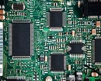 電気で動く製品には必ず使われている電子基板。数あるパーツの中でも非常に重要なこれらのプロダクトに、同社の提供する材料や機器が多く使われているんですよ。