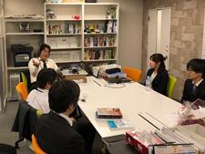 https://iishuusyoku.com/image/月に一回社内会議も行われ、案件や連絡事項の共有をしています。その後の食事会は会社負担で参加できます!
