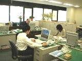 https://iishuusyoku.com/image/社内風景。窓が大きく開放感のあるオフィス。いい就職プラザからも未経験の3名の方が入社されており、現在も元気に活躍中!若手も成長できる環境です!