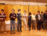 https://iishuusyoku.com/image/忘年会の様子です。全社員が集まりレクリエーションなども楽しんでいます。普段からコミュニケーションが活発でアットホームな社風です。