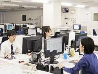 "https://iishuusyoku.com/image/新しくなったオフィス。作業スペースは、""色""を正しく判別できる特殊な照明を設置しています!"
