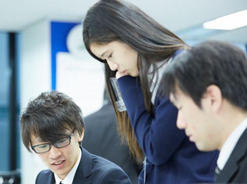https://iishuusyoku.com/image/毎週勉強会を開催したり外部セミナーにも参加できるような教育体制を整えています。未経験の方も、入社後に一緒に勉強していきましょう。