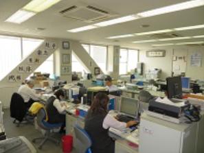http://iishuusyoku.com/image/バックオフイスです。15の事業を、ここから力強くサポートしています!