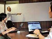 https://iishuusyoku.com/image/入社後まずは、ウェブマーケティング業界のこと、商品知識などをしっかりと座学で教えます!