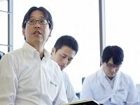 http://iishuusyoku.com/image/第一金曜日と第二月曜日は本社に集まってミーティングを開催。日々の接客のこと、補聴器のこと、会社の未来についてなど、積極的に意見を出し合います。