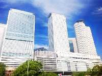 名古屋駅直結のJPタワーでの勤務です。同グループがワンフロアに集まり仕事をしており、別法人とも距離近いのが特徴です。