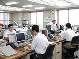 https://iishuusyoku.com/image/配属先となる貿易部の様子です。土日祝休みで、年間休日は126日!平均19時退社と残業も少なく、オンオフのメリハリをつけて無理なく長期的に働ける環境です。