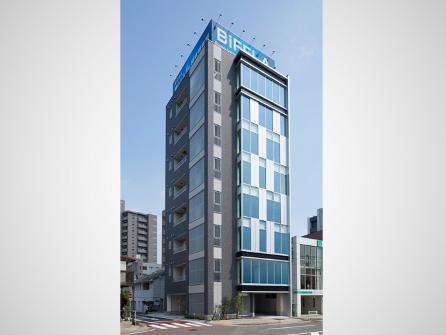 https://iishuusyoku.com/image/2018年8月完成した新社屋。8階建てのビルになります。全フロア自社利用!カフェスペースも完備で食事が出来ます。