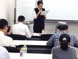 https://iishuusyoku.com/image/未経験の新入社員のプログラミング学習風景です。専任講師が教育しますので、未経験の方もご安心下さいね。
