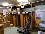 https://iishuusyoku.com/image/本社の倉庫にはお客様の要望に迅速に応えるために資材を常備。お客様との信頼を築いてきました。
