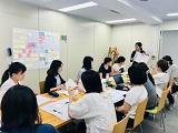 https://iishuusyoku.com/image/1ヵ月に1回の事業部ミッション会議。 「革新的なヘルスケアサービスをプロデュースする」というミッション達成を目指し各メンバーが意見を出し合います。