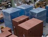 https://iishuusyoku.com/image/梱包工場内。梱包のためのいろいろな資材や道具があり興味をそそります。