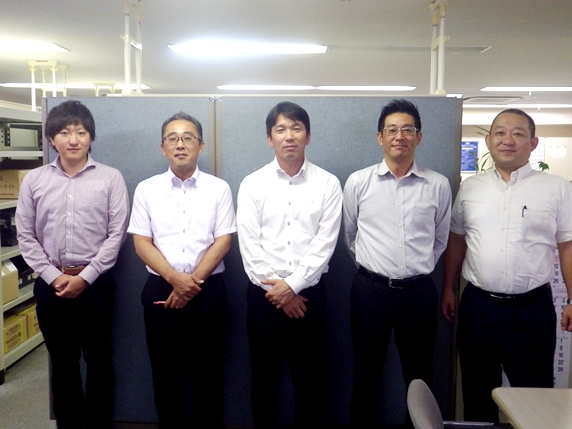 https://iishuusyoku.com/image/最初は社内での内勤業務を担当し、仕事の全体像を掴んでいきます。その後、先輩社員の営業活動に同行しながら営業としての経験を積んでいきます。