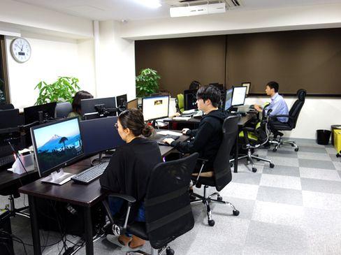 https://iishuusyoku.com/image/服装は自由。フラットで風通しの良い社風です。ベンチャーならではのスピード感で、しかしユルめのオフィスで自由に仕事したいという方におすすめ。