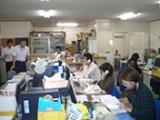 https://iishuusyoku.com/image/埼玉支店のオフィスの様子。取り扱うすべての工具のメンテナンスに対応!顧客からの幅広いニーズに応えています。