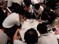 http://iishuusyoku.com/image/帰社日には、マネジメント・プレゼンテーション・ビジネスマナー、『人間力』についてグループワークを主に行います。